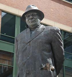 Vince-lombardi-statue